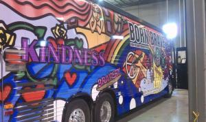 Born Brave Bus que contendrá los servicios de ayuda psicológica  previo a los conciertos de Lady GaGa.  (Foto tomada del Facebook oficial de Lady GaGa)