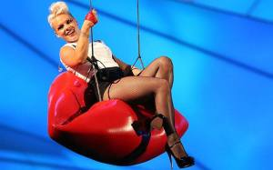 P!nk (Picture from her Official facebook fan page https://www.facebook.com/pink)