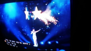 """Katy Perry cerrando el show con """"Firework"""""""