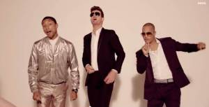 Captura de pantalla del vídeo musical por  Robin Thicke  Blurred Lines. (C) 2013 Star Trak, LLC