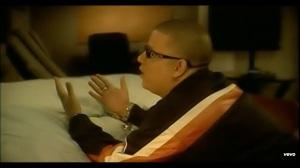 Screenshot/Captura de Pantalla Music del video by Hector El Father performing Si Me Tocaras. (C) 2008 Machete Music / VI Music