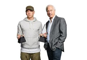 Eminem recibiendo la distinción de Diamante