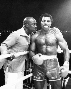 Tony Burton (izq) junto con Carl Weathers (derecha) en una de las películas de Rocky