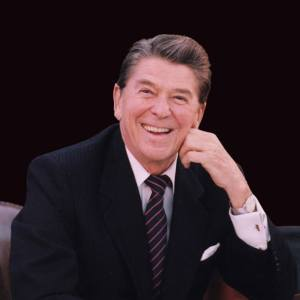 Ronald Reagan  fue el cuadragésimo presidente de los Estados Unidos entre 1981 y 1989 y el trigésimo tercer gobernador del estado de California (1967-1975).