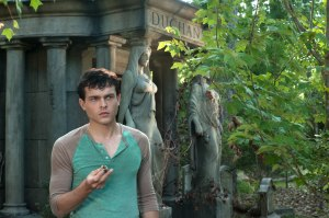 ALDEN EHRENREICH as Ethan Wate in Alcon Entertainment's supernatural love story BEAUTIFUL CREATURES, a Warner Bros. Pictures release. (Alden Caleb Ehrenreich como Ethan Wate en el filme de Warner Bros Pictures, Beautiful Creatures)
