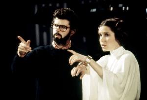 George Lucas (creador de Star Wars) dirigiendo a Carrie Fisher (Princesa Leia) en Guerra de las Galaxias