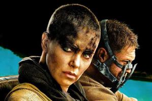 Furiosa interpretada por Charlize Theron en Mad Max Fuera del camino