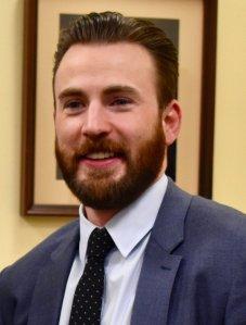 El actor estadounidense Chris Evans es conocido por intepretar a Capitan America en el UCM y a Antorcha en Los Cuatros Fantasticos
